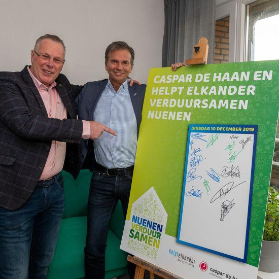 Helpt Elkander en Caspar de Haan ondertekenen overeenkomst
