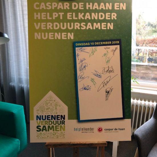 Helpt Elkander en Caspar de Haan ondertekenen overeenkomst 1
